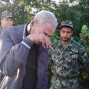 Възрастен мъж благодари на военни, спасили го от пожар