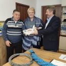 Морското училище получи дарение – ценни справочници и такелажни материали